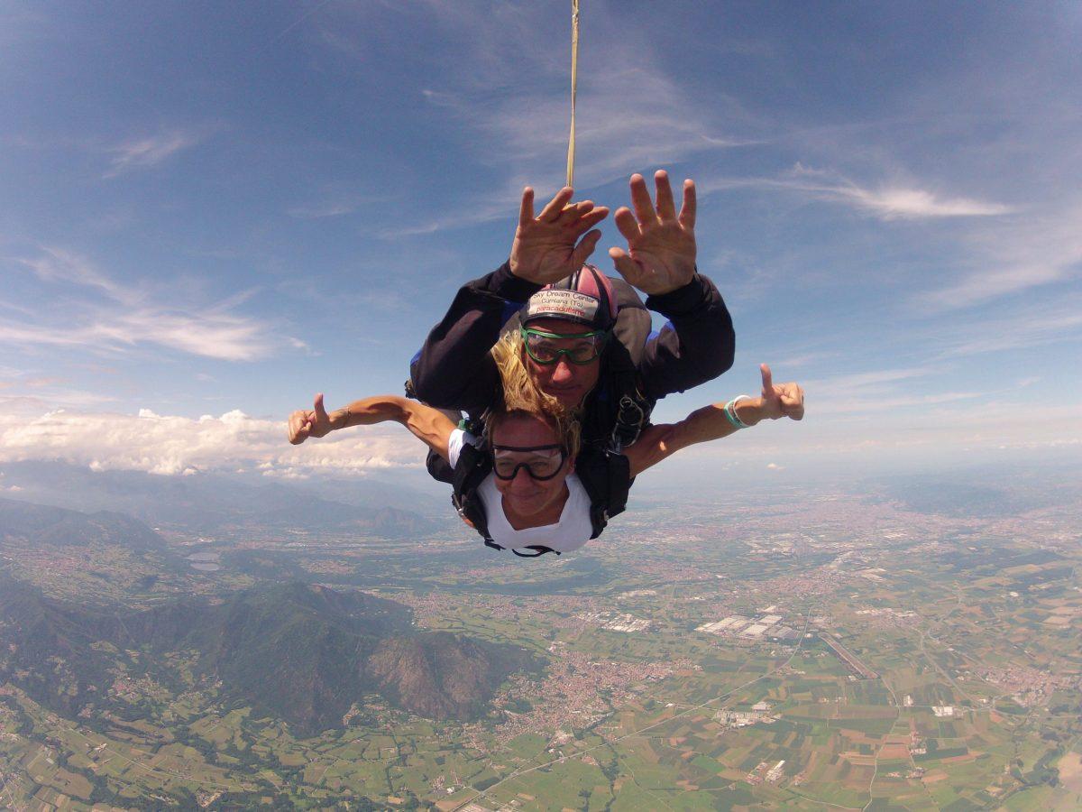 lancio tandem col paracadute cumiana